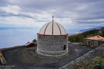 La ermita de Santa Cecilia, construida sobre las lavas del volcán de 1712