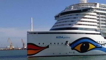 """Detalle de la proa recta del nuevo buque """"AIDAprima"""""""