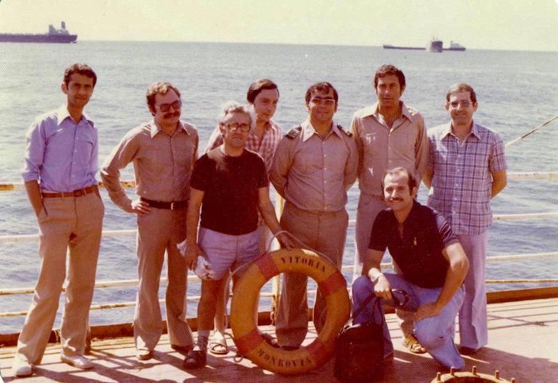"""Foto de familia previa al último desembarque del petrolero """"Vitoria"""""""