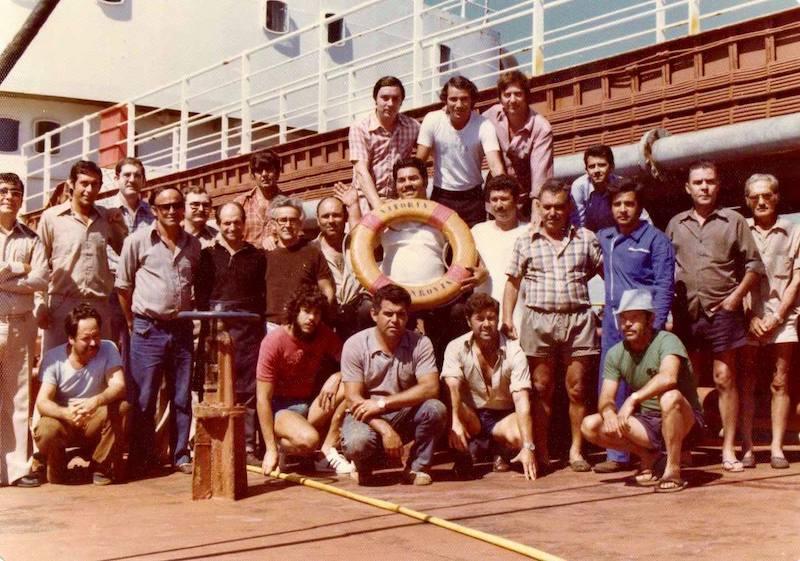 """Foto de familia de la última tripulación del petrolero """"Vitoria"""""""
