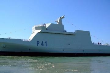 """Puesta a flote del BAM """"Meteoro"""", construido en el astillero de San Fernando (Cádiz)"""