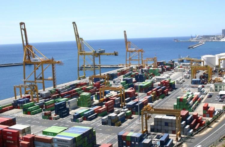 El tráfico de contenedores en el puerto tinerfeño lleva 20 meses de crecimiento continuado