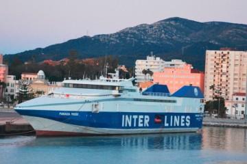 """El  fast-ferry """"Panagia Parou"""", en su atraque en el puerto de Algeciras"""