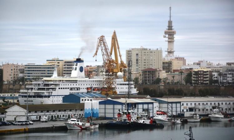 """El buque """"Deutschland"""", en el dique seco de Navantia en Cádiz"""