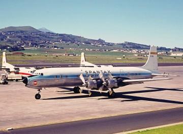 Douglas DC-7 de Spantax en el aeropuerto de Los Rodeos