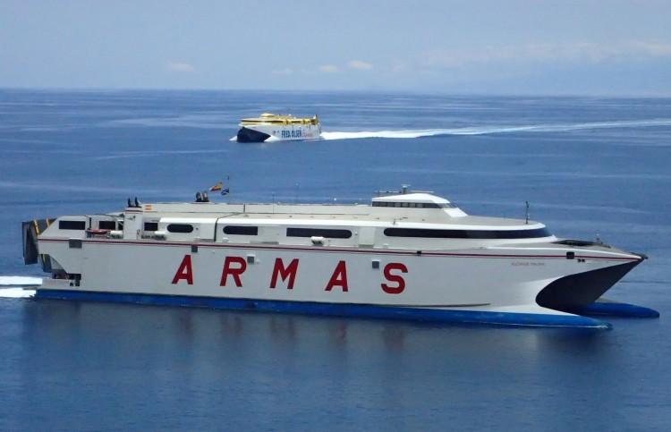 """El catamarán """"Volcán de Tirajana"""", el día de su llegada a Tenerife"""