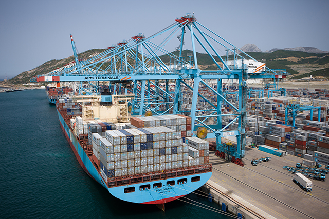 Vista parcial de la terminal de Maersk en Tánger Med
