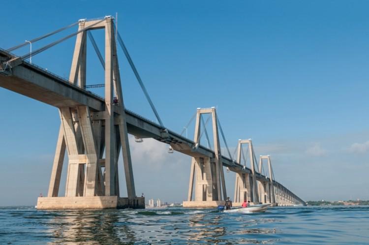 El puente fue proyectado en tiempos de Marcos Pérez Jiménez y realizado en el gobierno de Rómulo Betacnourt