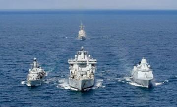 """La fragata española """"Álvaro de Bazán"""" navega con una agrupación naval de la OTAN"""