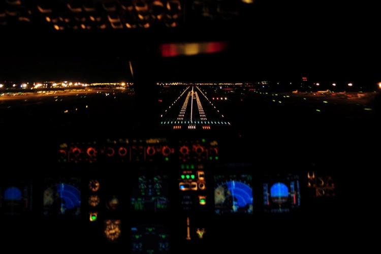 Corta final en vuelo nocturno y todos los parámetros chequeados