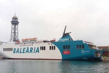 """El buque """"Dénia Ciutat Creativa"""", atracado en el puerto de Barcelona"""