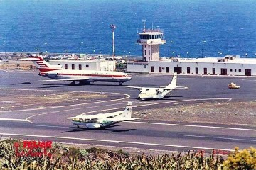 Dos aviones CN-235 y un B-727 en el aeropuerto de La Palma
