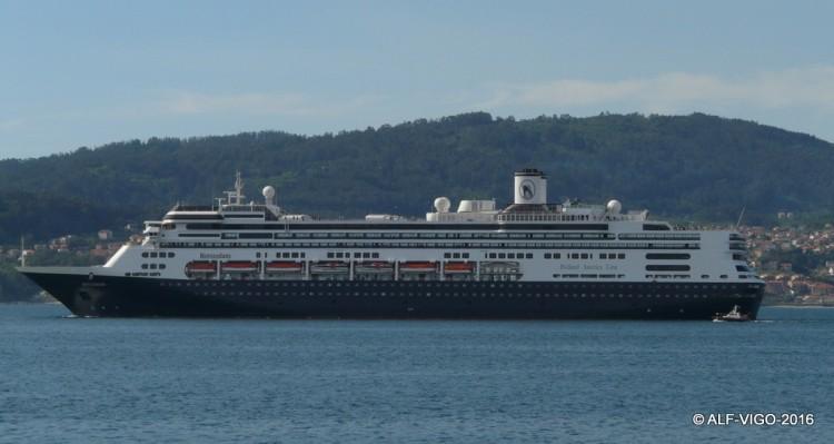 """El buque """"Rotterdam"""", visto en toda su eslora, por la banda de babor"""