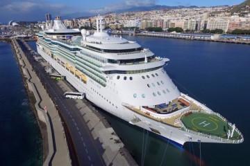 """El buque """"Jewel of the Seas"""", visto por la amura de estribor"""