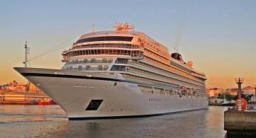 """El buque """"Viking Sea"""", a su llegada esta mañana al puerto de La Coruña"""