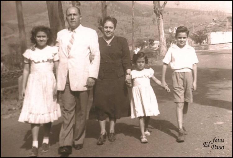 Antonio Pino Pérez y su familia, en La Palma