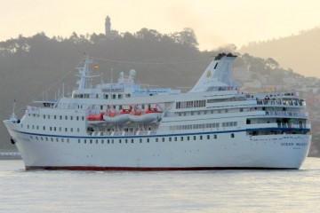 """El buque """"Ocean Majesty"""", esta mañana en aguas de la ría de Vigo"""