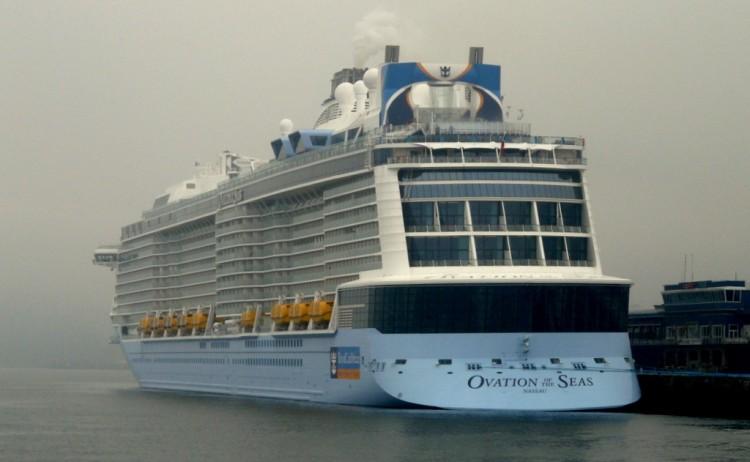 """El buque """"Ovation of the Seas"""", esta mañana en Vigo"""