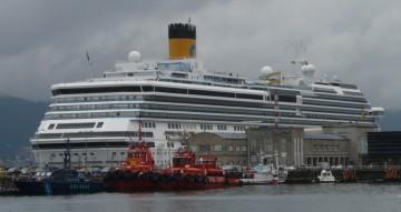 """El buque """"Costa Pacífica"""", en su escala en el puerto de Vigo"""