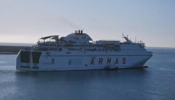 """El buque """"Volcán de Timanfaya"""", saliendo del puerto de Melilla"""