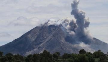 El volcán Sinabung despertó en 2010 después de un sueño de cuatro siglos