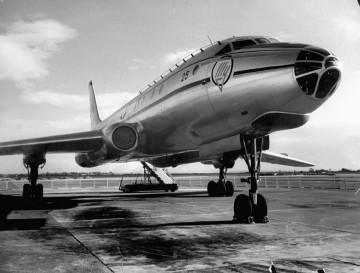 Bonita imagen del avión Tupolev Tu-104, primer reactor soviético