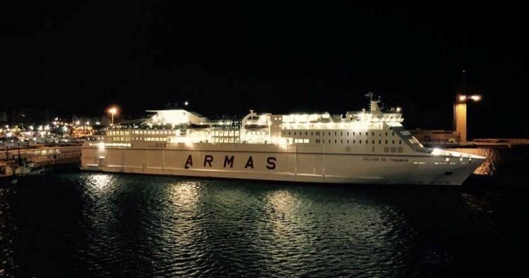 """El buque """"Volcán de Tinamar"""", atracado la noche del pasado miércoles en el puerto de Almería"""