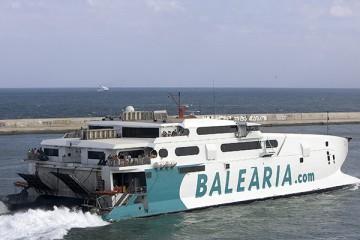 """El catamarán """"Jaume III"""" cubre la línea rápida Denia-Ibiza"""