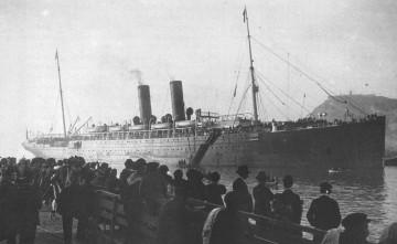 """El trasatlántico """"Alfonso XII"""", arribando al puerto de Barcelona"""