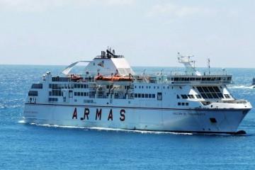 """El ferry """"Volcán de Taburiente"""", a su llegada al puerto de Santa Cruz de La Palma"""