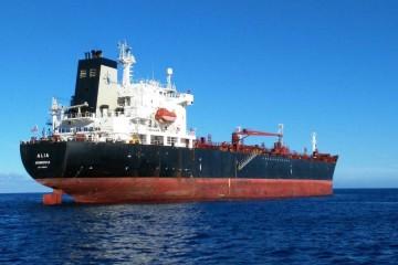 """El petrolero liberiano """"Alia"""", fondeado en el antepuerto de Santa Cruz de Tenerife"""