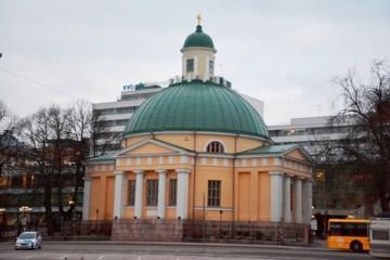 La iglesia ortodoxa de Turku, vista desde la Plaza del Mercado