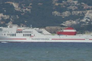 """El ferry """"Forza"""", a su salida del puerto de Palma de Mallorca"""