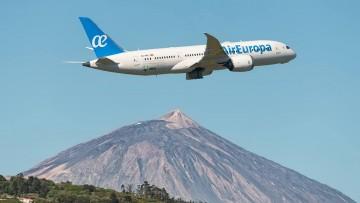 Espectacular imagen del nuevo Boeing B-787 de Air Europa y El Teide al fondo