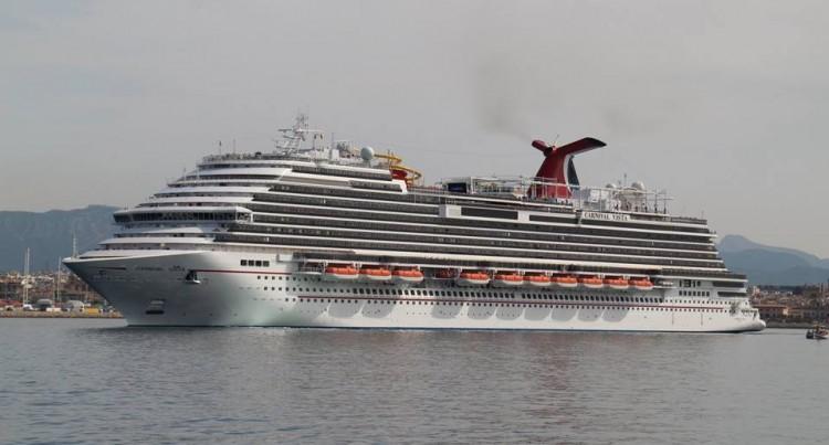 """Espectacular imagen del buque """"Carnival Vista"""", visto por la amura de babor"""