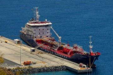 "El petrolero ""FT Portoria"", en el puerto de Santa Cruz de La Palma"
