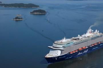 """El buque """"Mein Schiff 5"""", navegando en aguas del archipiélago de Turku"""