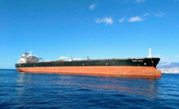 """El petrolero """"Teide Spirit"""", fondeado en el puerto de Santa Cruz de Tenerife"""