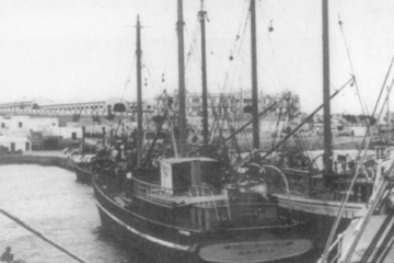 "El motovelero ""Puerto de Valencia"", visto por la aleta de babor"