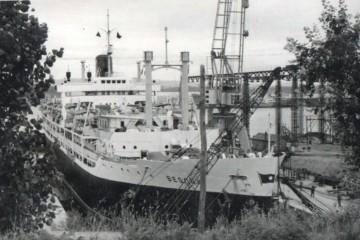 """El trasatlántico """"Begoña"""", en el dique seco de ASTANO"""
