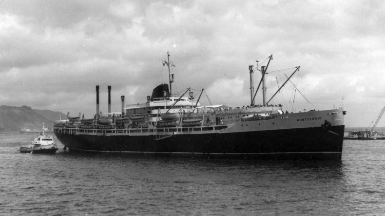 """Estampa marinera del trasatlántico """"Montserrat"""", entrando en el puerto de Santa Cruz de Tenerife"""