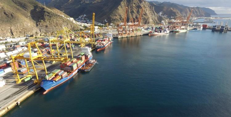 Panorámica de la zona de terminales de contenedores del puerto de Santa Cruz de Tenerife