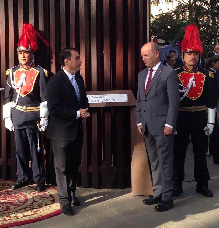 El alcalde de la ciudad, José Manuel Bermúdez y el cónsul Tronholm, en el acto