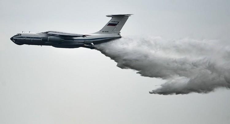 El avión bombero Il-76 es el mayor del mundo en su clase