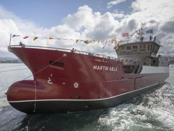"""El buque vivero """"Martín Saele"""", al tomar contacto con el agua"""