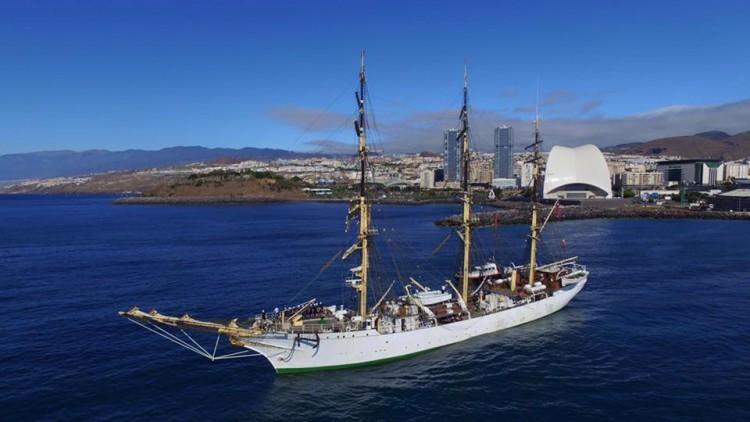 """La fragata """"Danmark"""" tiene un hondo arraigo con el puerto de Santa Cruz de Tenerife"""