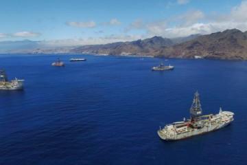 Este es el aspecto esta mañana de la zona de fondeo del puerto de Santa Cruz de Tenerife