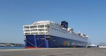 """El ferry griego """"El Venizelos"""", atracado en el muelle de Isla Verde, en Algeciras"""