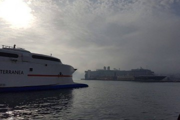 """El buque """"Oosterdam"""", pritagonista en el puerto de Ceuta"""
