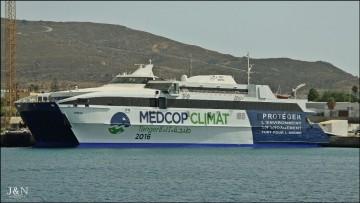 """El catamarán """"Boraq"""", en el muelle de armamento de Cernaval"""